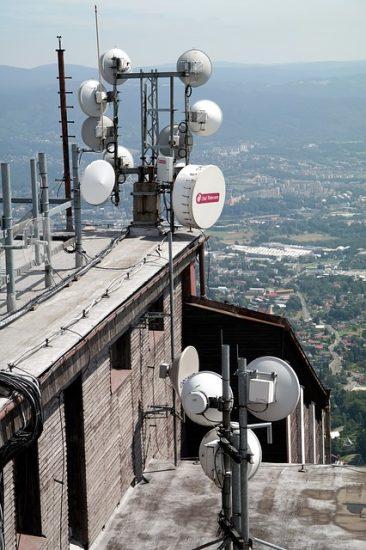 טכנאי צלחות לווין