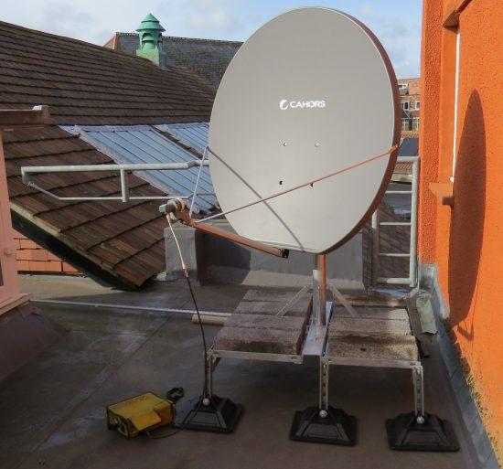 מתקין צלחות לווין